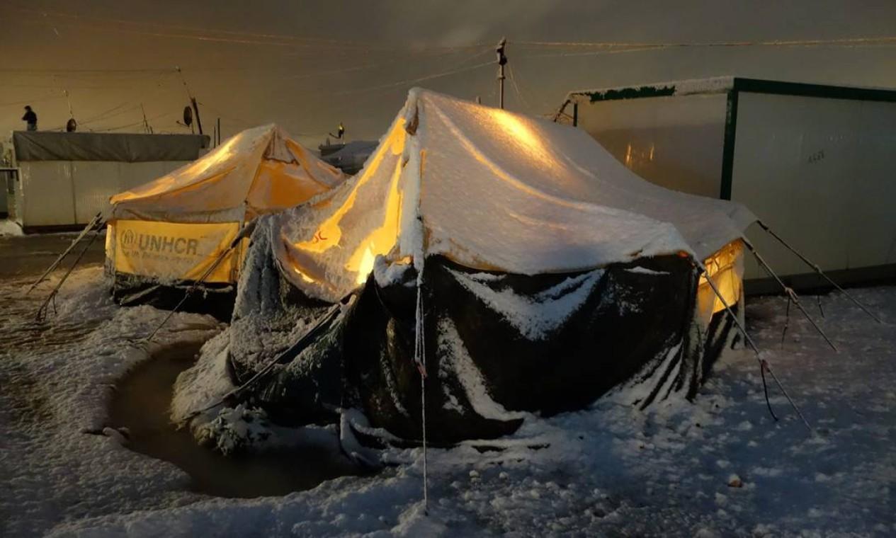 Em novembro de 2012, 369 sírios conseguiram escapar em direção a Za'tarai. O frio gélido quase impediu a travessia noturna Foto: H. Etyemezian / UNHCR / H. Etyemezian