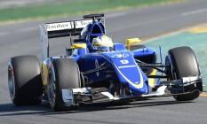 Felipe Nasr a bordo do carro da Sauber em seu primeiro treino livre na Fórmula-1, na Austrália: ansiedade Foto: MAL FAIRCLOUGH / AFP