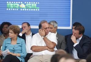 Pezão em evento no Rio com a presidente Dilma na quinta-feira, dia 12 Foto: Marcelo Carnaval / Agência O Globo