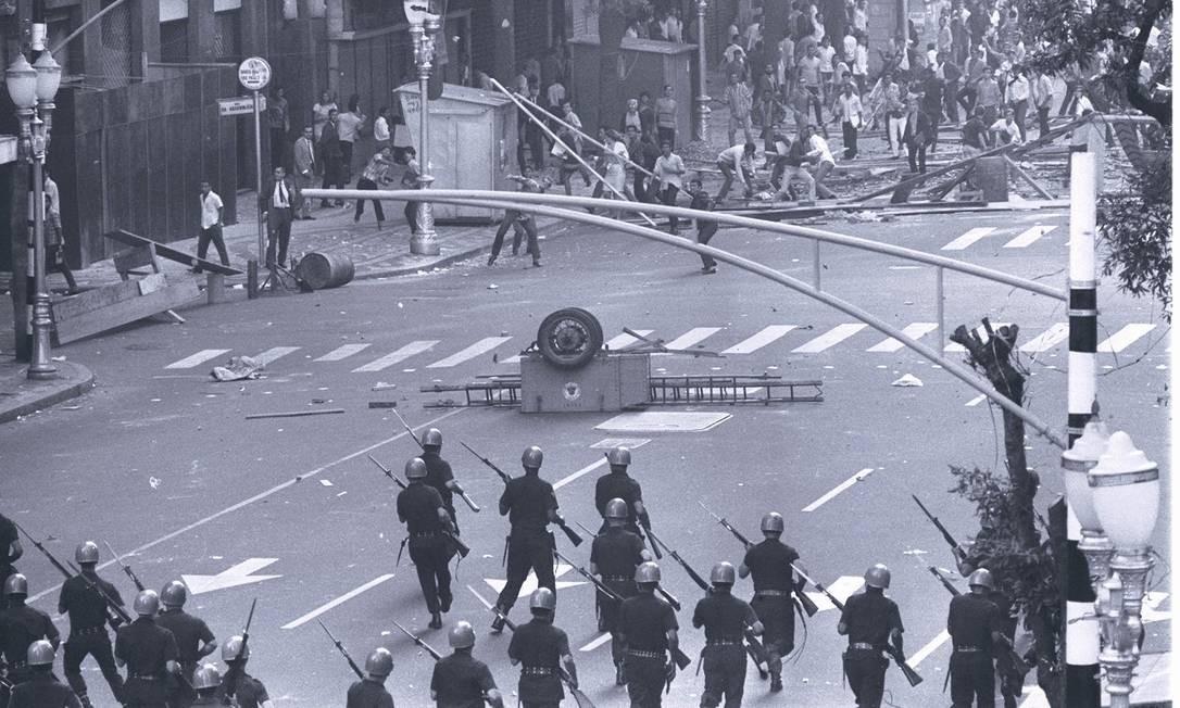 21.06.1968 - LOCAL - PA - CONFLITOS ESTUDANTIS EM 1968. NEGATIVO 50729 Foto: