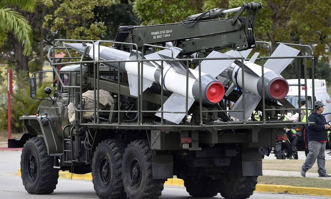 Numa base militar em Caracas, é possível ver um veículo lançador de mísseis terra-ar S-125 Neva/Pechora russo. A Venezuela está em um dos momentos de maior tensão diplomática com os Estados Unidos de toda a História. Foto: JUAN BARRETO / AFP
