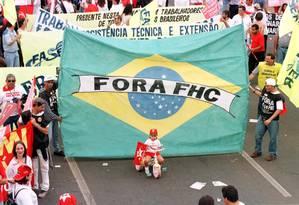 Em Brasília, manifestantes contra o governo FH pedem a saída do presidente Foto: Roberto Stuckert Filho/26-08-1999