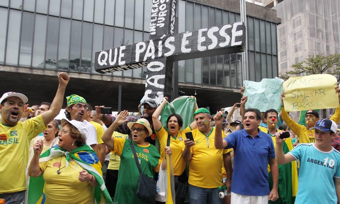 Manifestação contra o governo da presidente Dilma Rousseff na Avenida Paulista, em São Paulo Foto: Michel Filho / Agência O Globo