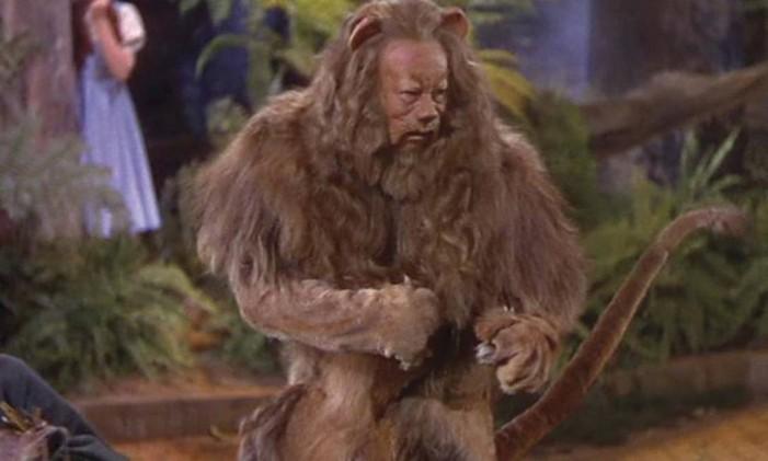 """O Leão Covarde interpretado por Burt Lahr em """"O mágico de Oz"""" (1939) Foto: Divulgação"""