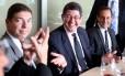 Ministro Joaquim Levy entre o empresário Josué Gomes da Silva e o presidente da Fiesp, Paulo Skaf