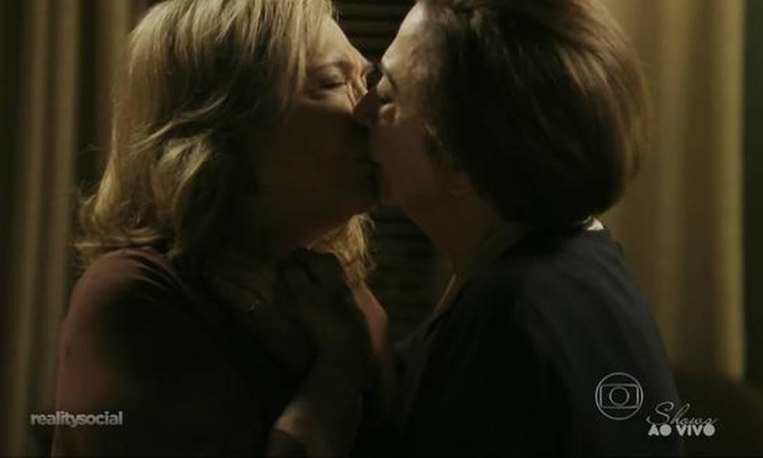 Nathalia Timberg e Fernanda Montenegro: beijo Foto: Reprodução