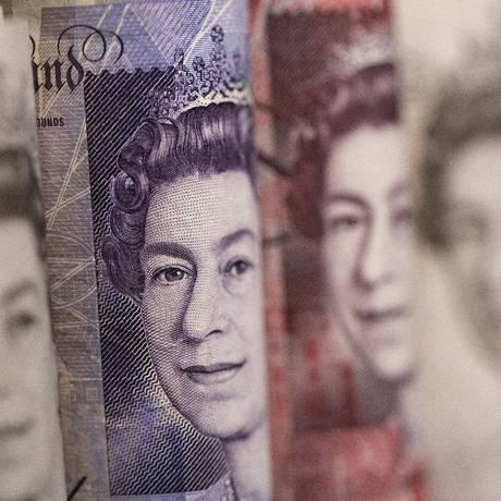 Notas de libra: salário sobe a 6,70 libras por hora no Reino Unido Foto: Simon Dawson / Bloomberg