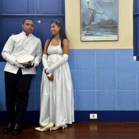Casal do grupo Noite de Encantos participa de ensaio na academia de Carlinhos de Jesus Foto: José Pedro Monteiro / Agência O Globo