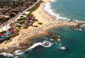 Praia de Costa Azul, principal ponto turístico de Rio das Ostras Foto: Jorge Ronald / Divulgalção