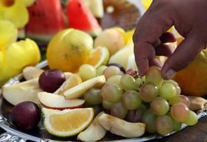 Maior consumo de frutas é um dos hábitos indicados pelos pesquisadores Foto: Thiago Lontra / Agência O Globo