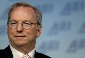 Eric Schmidt, presidente do Google, acredita nos efeitos benéficos da inteligência artificial Foto: WIN MCNAMEE / AFP