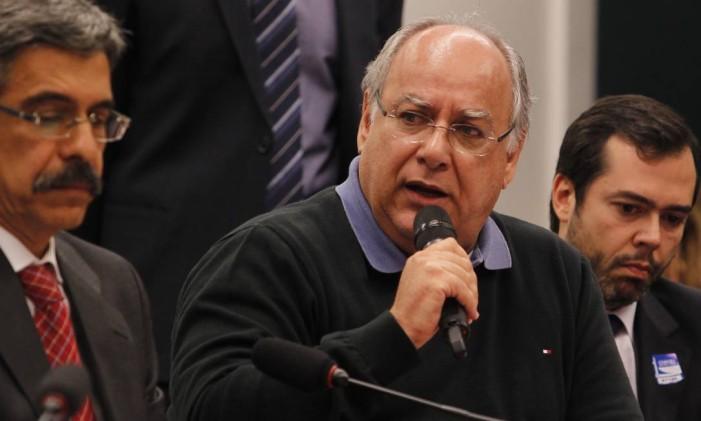 O ex-diretor de Serviços da Petrobras Renato Duque durante depoimento à Comissão Parlamentar de Inquérito (CPI) da Petrobras Foto: Givaldo Barbosa / O Globo