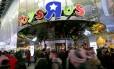 """Fachada da Toys """"R"""" Us da Times Square: portas fechadas em 2016"""
