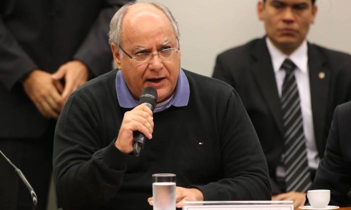 O ex-diretor voltou a afirmar que ficaria calado diante das perguntas. Foto: Ailton de Freitas / O Globo