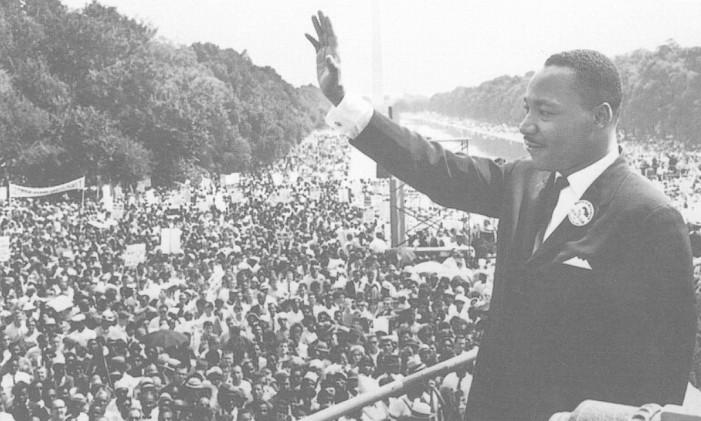 Martin Luther King em discurso Foto: Acervo O Globo / Reprodução