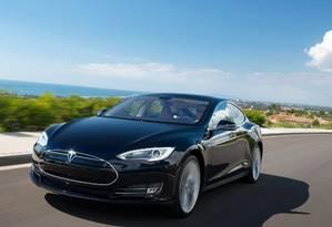 Tesla Modelo S: motoristas poderão atualizar gratuitamente o software e obter o modo autônomo de direção Foto: Divulgação