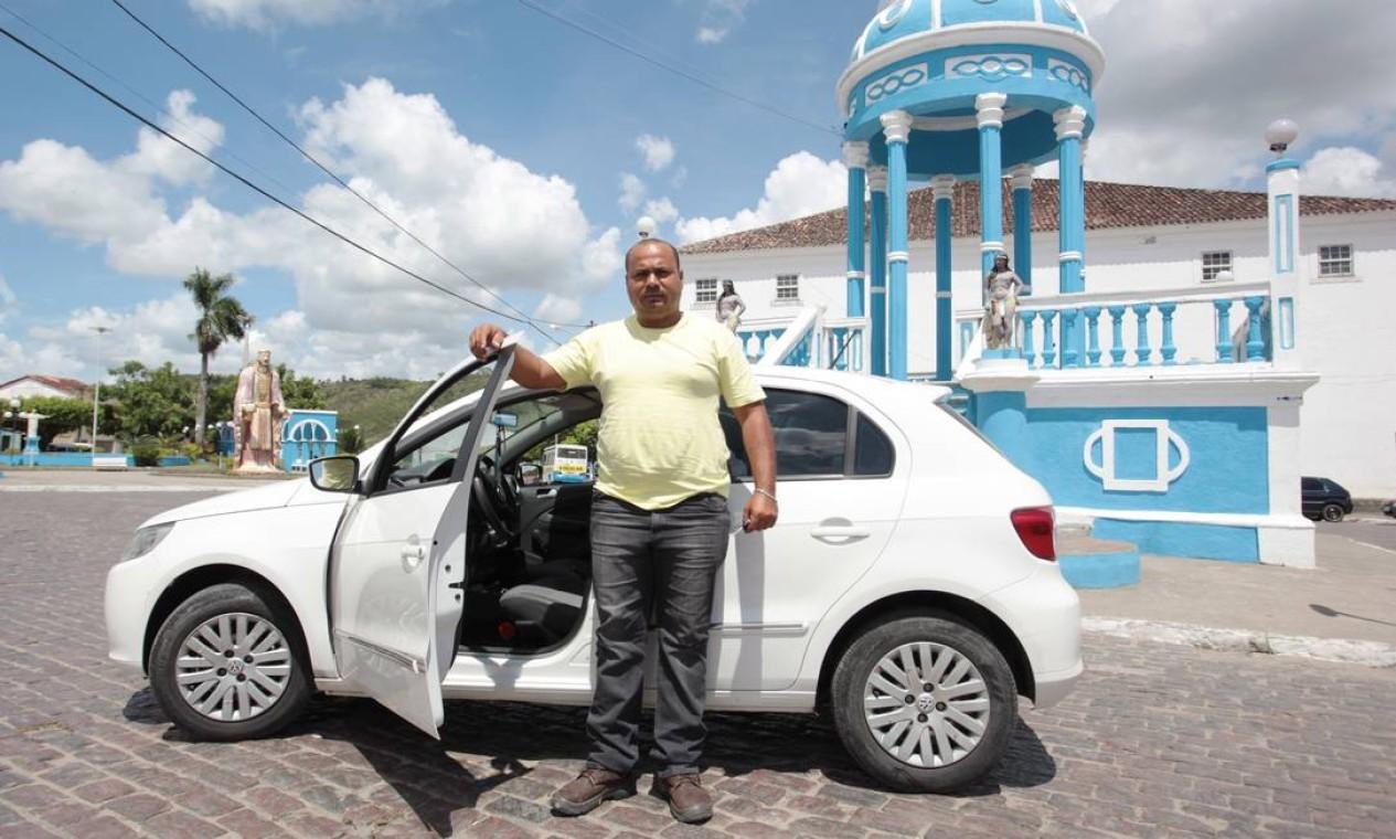 Paulo César Carvalho perdeu o emprego no estaleiro Paraguaçu. Hoje ele vive de seguro desemprego e pensa em virar taxista Foto: Hans von Manteuffel / Agência O Globo
