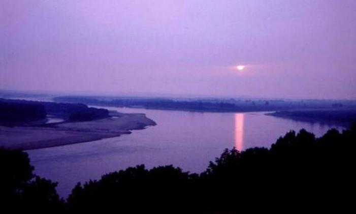Trecho do rio Mississippi, cujo afluente (Missouri) é o maior da América do Norte Foto: Agência O Globo