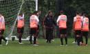 Luxemburgo conversa com os jogadores do Flamengo no treino deste sábado Foto: Divulgação / Flamengo