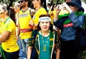 """Atuante. Carmen na manifestação em Brasília: pior dos males é o desemprego, que """"já chegou"""" Foto: Arquivo pessoal"""