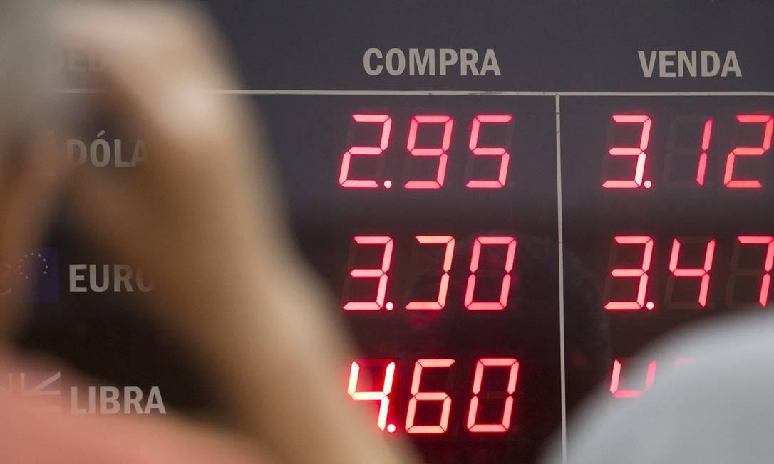 Dólar em ascensão e turbulência no mercado estimulam investidores a procurar contratos futuros Foto: / Márcia Foletto