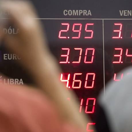 Dólar em ascensão e turbulência no mercado estimulam investidores a procurar contratos futuros Foto: Márcia Foletto