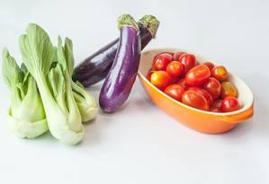 Berinjela e tomate beneficiam a saúde Foto: Reprodução / Acervo O Globo