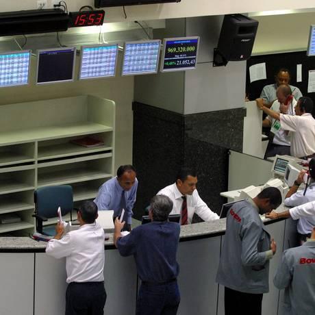 Traders na Bolsa de Valores de São Paulo (foto de arquivo) Foto: MARCOS ISSA / BLOOMBERG NEWS