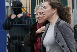 Em Barcelona, parentes de passageiros do avião chegam ao aeroporto em busca de notícias Foto: GUSTAU NACARINO / REUTERS