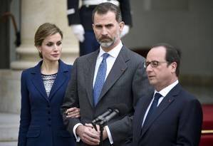 Presidente François Hollande recebe o rei Felipe e a rainha Letizia em Paris Foto: MARTIN BUREAU / AFP