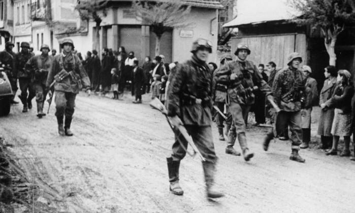 Resultado de imagem para deportações de judeus para os campos nazistas