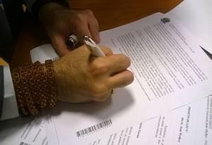 Deputado assina projeto de regulamentação do aborto Foto: Divulgação