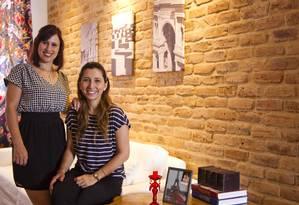 Lanna (à esquerda) assinou o décor da festa de casamento da blogueira Jackeline e agora está montando a nova casa de praia da cliente com elementos que fizeram parte da cerimônia Foto: Guilherme Leporace
