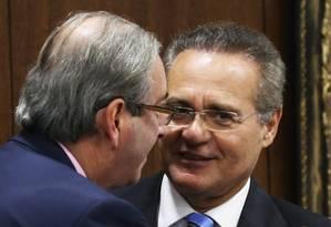 O presidente do Senado, Renan Calheiros (PMDB-AL), com o presidente da Câmara, Eduardo Cunha (PMDB-RJ) no Congresso nesta terça-feira Foto: Ailton de Freitas / Agência O Globo