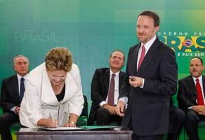 A presidente Dilma Rousseff na cerimônia de posse do então ministro da Secretaria de Comunicação Social, Thomas Traumann Foto: R.Stuckert/PR/14-7-2014