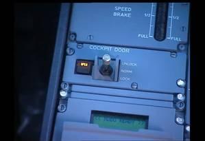 Sistema da Airbus para o destravamento da porta da cabine Foto: Reprodução