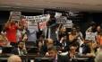 Manifestantes contra a imputabilidade penal do menor, no plenário da Comissão de Constituição e Justiça (CCJ) da Câmara, durante debate sobre a PEC 171/93.