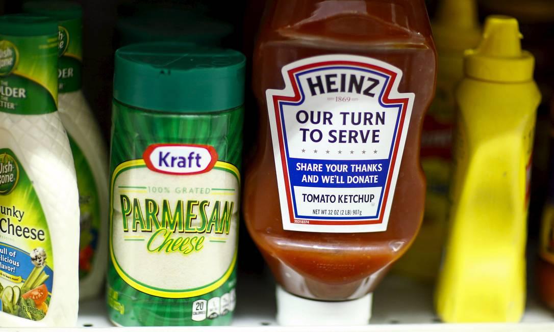 Produtos das marcas Heinz e Kraft são vendidos em um supermercado de Nova York: empresa compra brasieira Hemmer Foto: EDUARDO MUNOZ / REUTERS