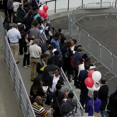 Americanos em fila de emprego na Target de São Francisco, na Califórnia, em 2013 Foto: David Paul Morris / Agência O Globo