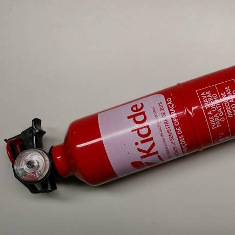 Extintor ABC: o prazo para início da fiscalização estava marcado para 1º de julho de 2015 Foto: Henrique Rodriguez / Extra