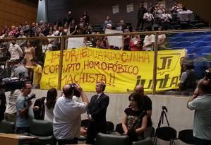 Protesto contra Eduardo Cunha na Assembleia de SP Foto: O Globo / Silvia Amoriam