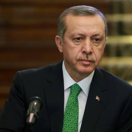 Primeiro-ministro turco Recep Tayyip Erdogan faz parte do partido de situação AK. A oposição criticou a gestão governista após aprovação de lei que amplia poderes da polícia Foto: Ebrahim Noroozi / AP