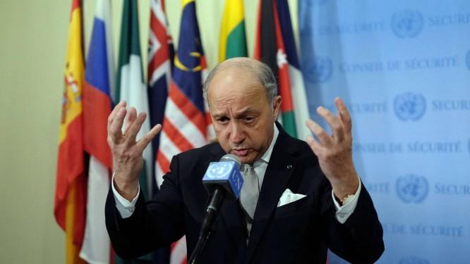 Laurent Fabius. Ministro francês anunciou projeto que apresentará cronograma para negociações do conflito entre isralenses e palestinos Foto: JEWEL SAMAD / AFP