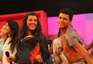 DG ao lado da apresentadora Regina Casé: dançarino trabalhou no programa 'Esquenta' por quatro anos Foto: Reprodução / TV Globo