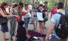 Pessoas doam e são presenteadas na Feira Grátis da Gratidão Foto: Divulgação