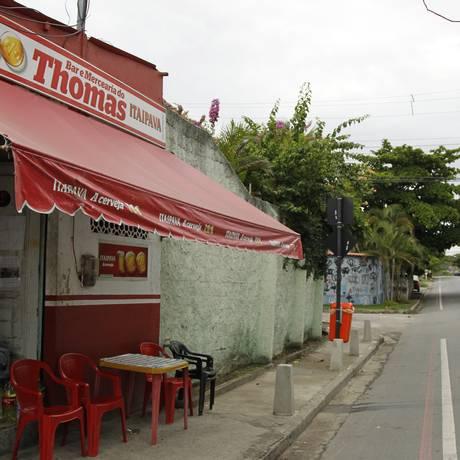 Na Avenida Doutor Acúrcio Torres, o Bar do Thomas, assaltado 12 vezes desde dezembro do ano passado Foto: Agência O Globo / Guilherme Leporace