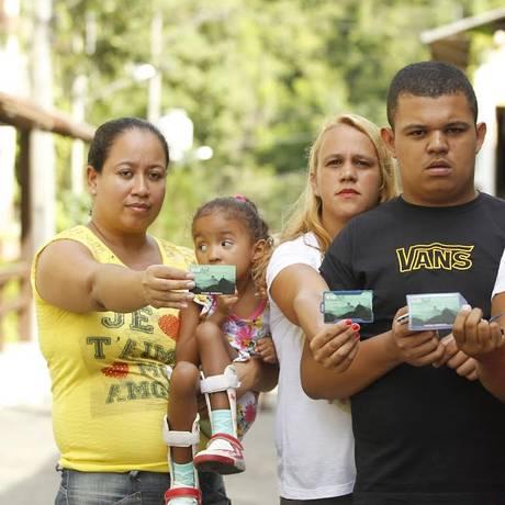Beneficiários do Vale Social têm problemas para embarcar nos ônibus Foto: Guilherme Leporace / Agência O Globo