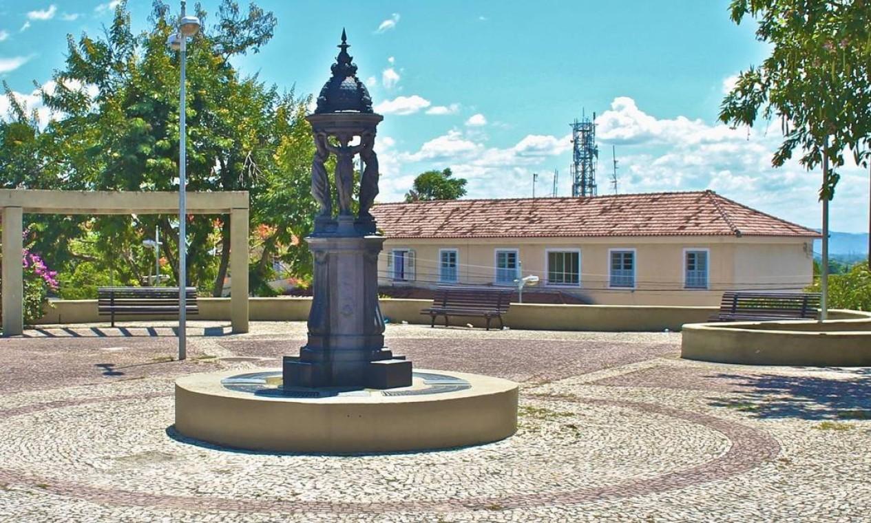 Fonte Wallace, na Praça Dom Romualdo, em Santa Cruz, é uma das mais antigas da Zona Oeste Foto: Vera Dias / Divulgação