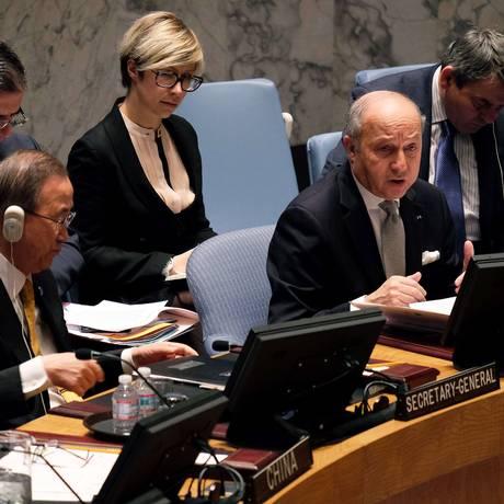 Secretário-geral das Nações Unidas, Ban Ki-moon (esquerda) e o ministro francês das Relações Exteriores, Laurent Fabius, durante reunião do Conselho de Segurança Foto: JEWEL SAMAD / AFP