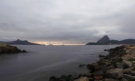 Dia começa com céu nublado no Rio Foto: Thiago Lontra / Agência O Globo